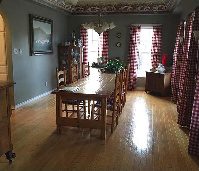 Dried wood floor in dining room